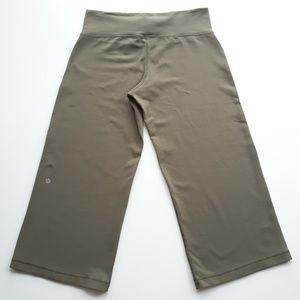 Lululemon Womens Stretchy Capris Pants 28/21